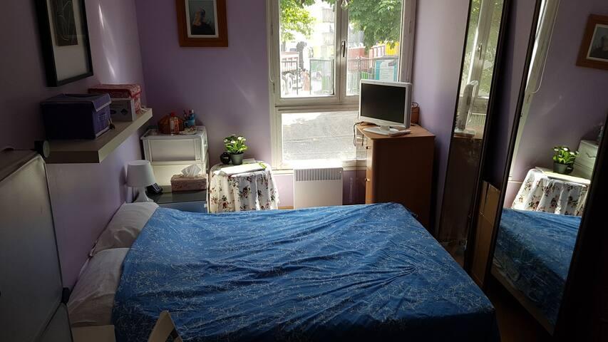 Chambre dans un grand appartement de Paris