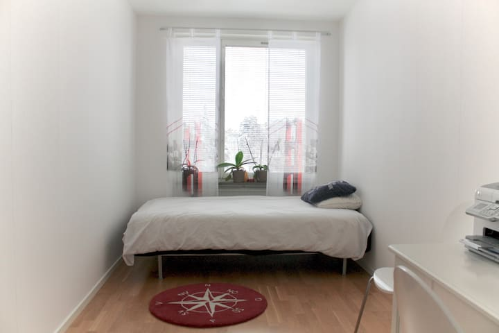 Fresh, Modern, Cosy Room 45min away from Downtown! - Västerhaninge - Leilighet