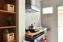 Kichenette- Induction Cooker (& handheld steam iron).
