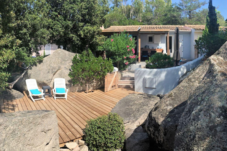 vue panoramique de la villa dans les rochers