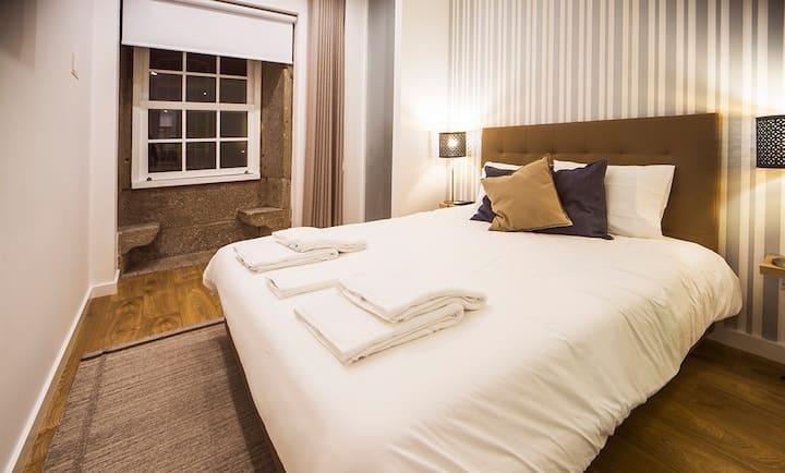 Quiet & Modern Authentic Apartment w/ Balcony