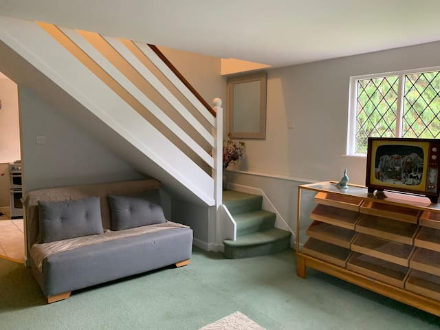 1 bedroom fully furnished Annexe flat