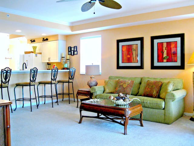 Cape Coral Condo is Beautifully Decorated !