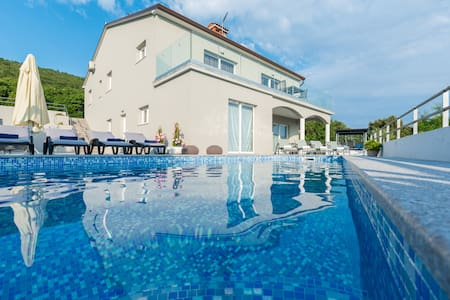 Villa with amazing view with private pool