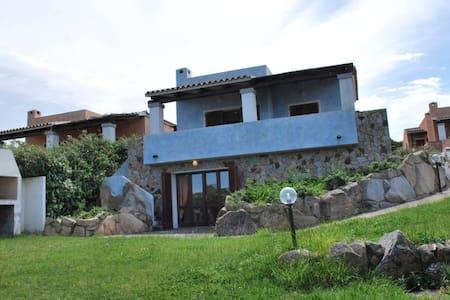 Villa con giardino e solarium vista mare - Santa Teresa Gallura - วิลล่า