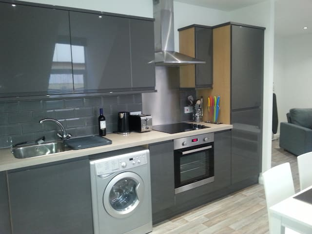 Top Floor 1 Bedroom Town Centre Flat (sleeps 1-4) - Northampton