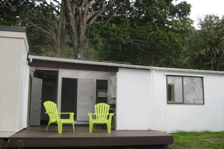 Whanarua Bay Cottages - The Bach