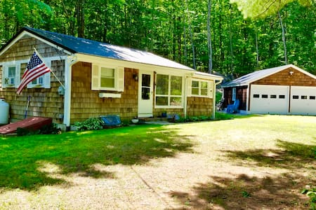 Beautiful home near lake Winnipesaukee with beach!