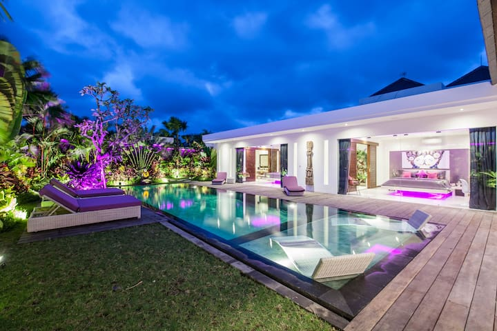 Modern villa 4 BR large pool and garden Seminyak