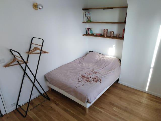 Paris, chambre cosy récemment rénovée