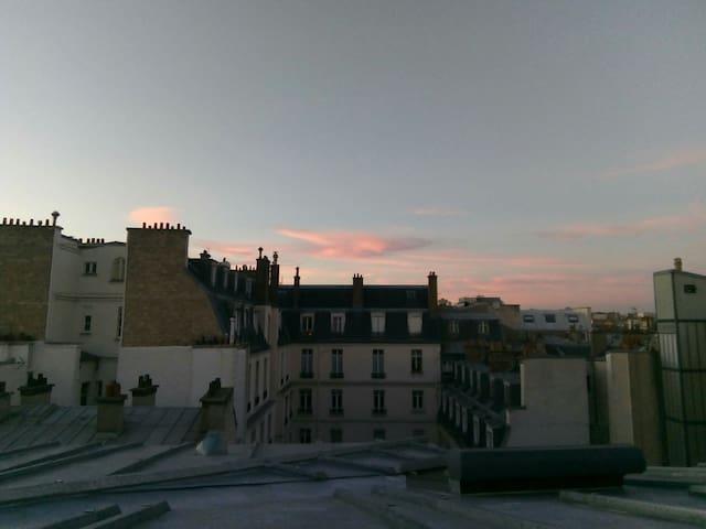 Champs Elysées Studette - Petite vue tour Eiffel