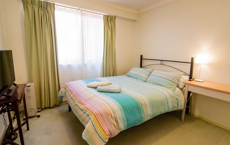 Cozy room in the heart of hipster Braddon