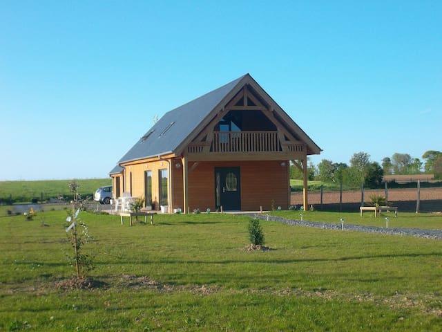 maison en bois à 8OO m de la mer - Saint-Laurent-sur-Mer - Rumah percutian