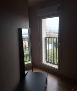 Chambre dans une maison/appartement - Bassens - Σπίτι