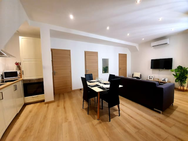 BRAND NEW RENOVATED 3P FLAT IN OLD TOWN