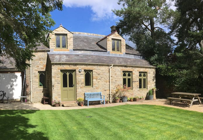 Garden Cottage in tranquil North Pennine valley