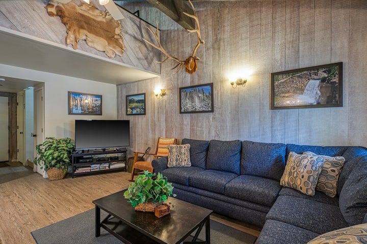 Rustic, second-floor condo w/ shared pool and hot tub, grills, and game room!