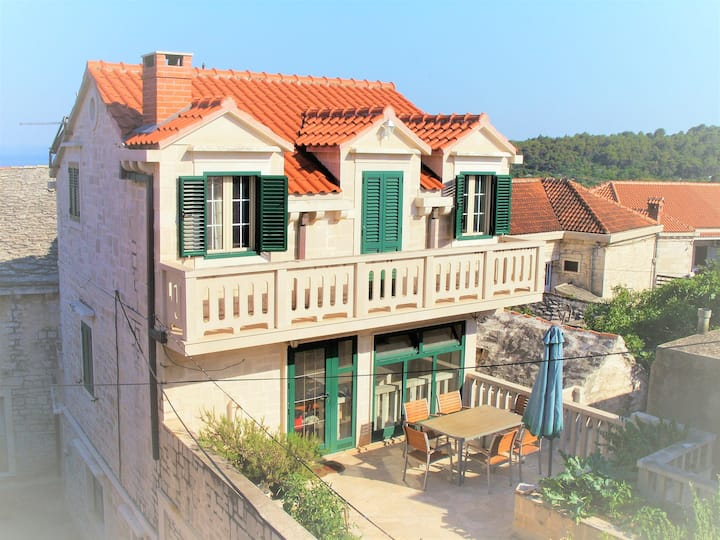Charming stone house in Selca, island of Brac