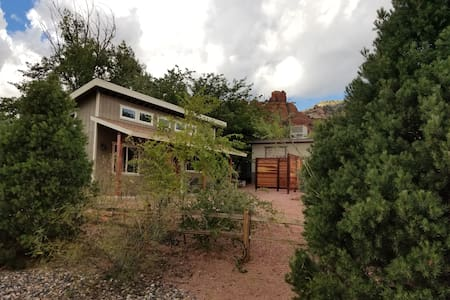 Stunning NEW build! 1 Bd W. Sedona! Walk to trails