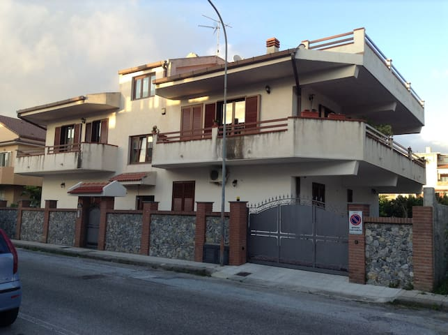 APARTMENT IN VILLA GROUND FLOOR - Rometta Marea - Villa