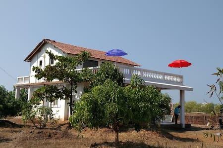 MALVANEIAN - Huis