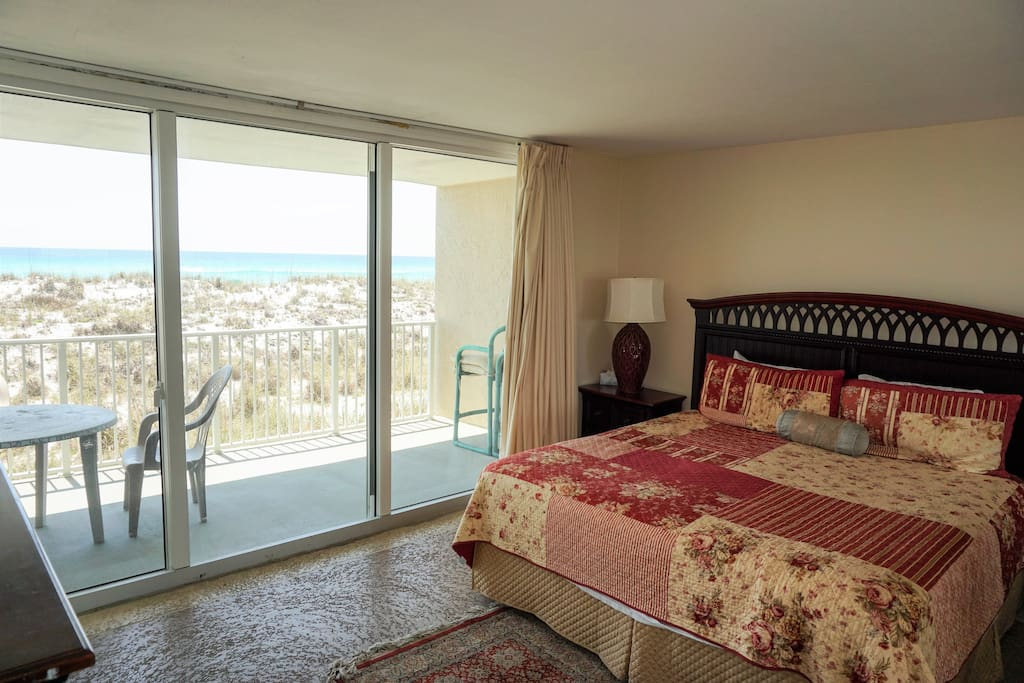 Master bedroom with access to balcony overloking Gulf of Mexico