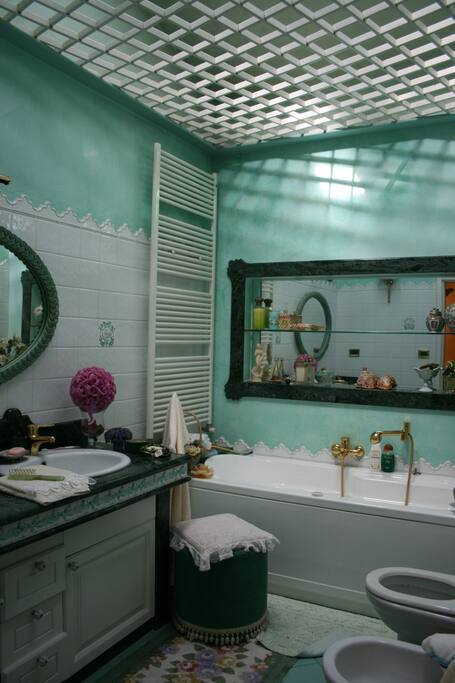 Bagno  1 con vasca/ Bathroom n.1