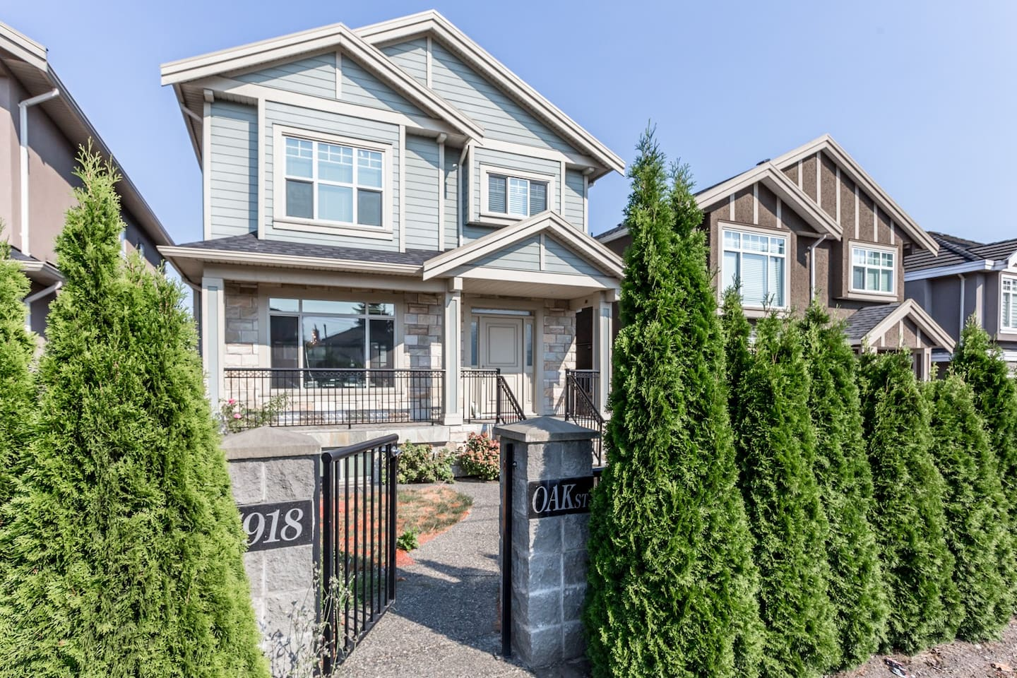 6yr new house in Marpole of Vancouver West 25min bus to Downtown 7km to airport YVR