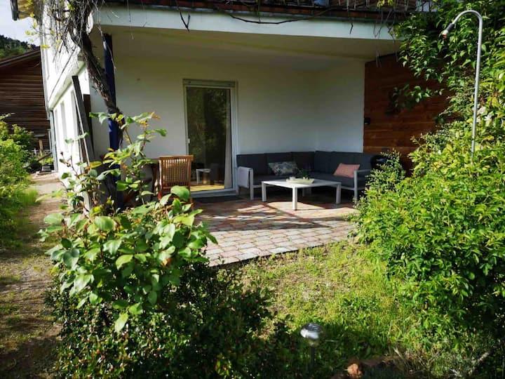 Schöne Wohnung mit Garten