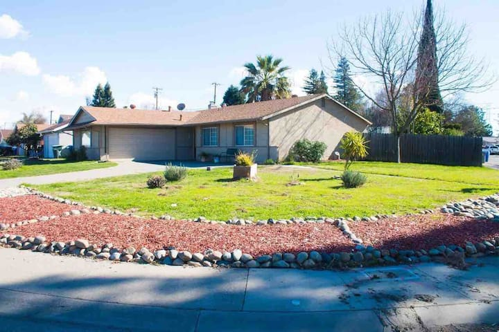 """Lost in time"" 3 bedrooms house Natomas Sacramento"