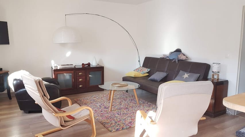 Flat 61 m2 in a quiet area 250m walk from the port