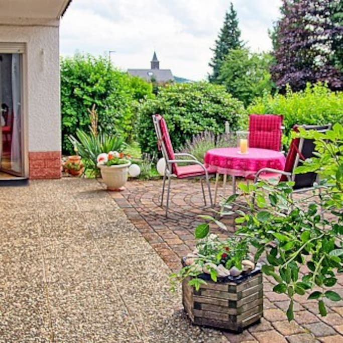 Terrasse - sichtgeschützt -