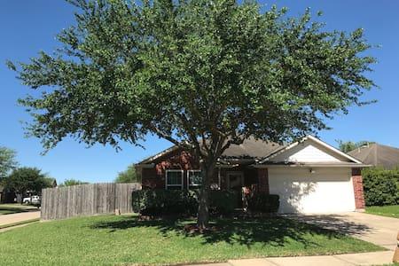 Single family house- 3 months rent minimum - Pasadena - Ház