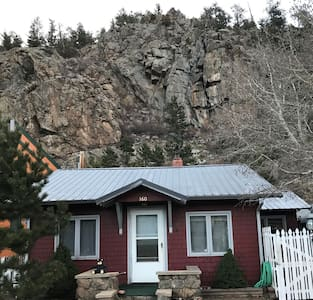 Vintage Cabin in the Heart of Estes