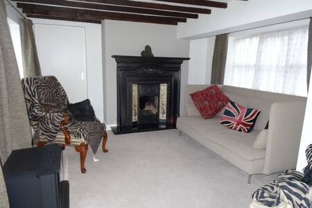 Fabulous Cottage near to Altrincham & Manchester - Little Bollington