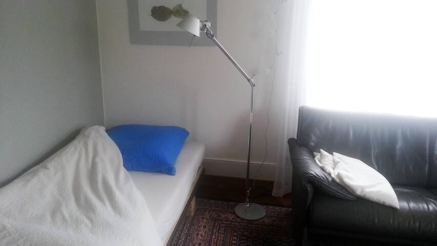 ruhiges grosses Einzelzimmer