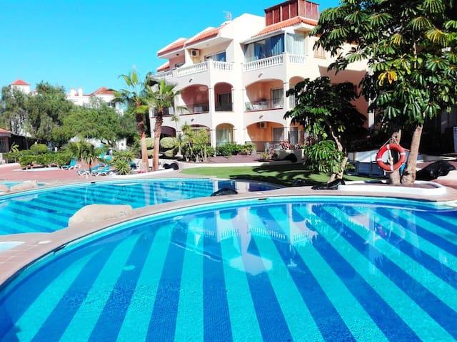 Sun, pools, a/c, wifi, 1 bedroom sleeps 4, #151 - Santa Cruz de Tenerife - Lägenhet