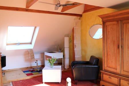 gemütl. Zimmer im Haus von 1893 - Ratingen
