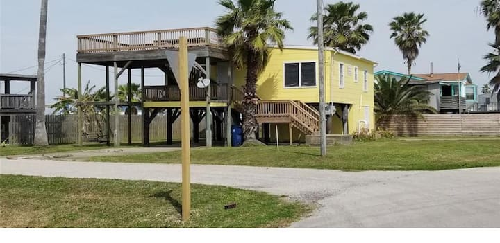4 Bedroom Beach Retreat-Fits 14 Guests- Large Deck