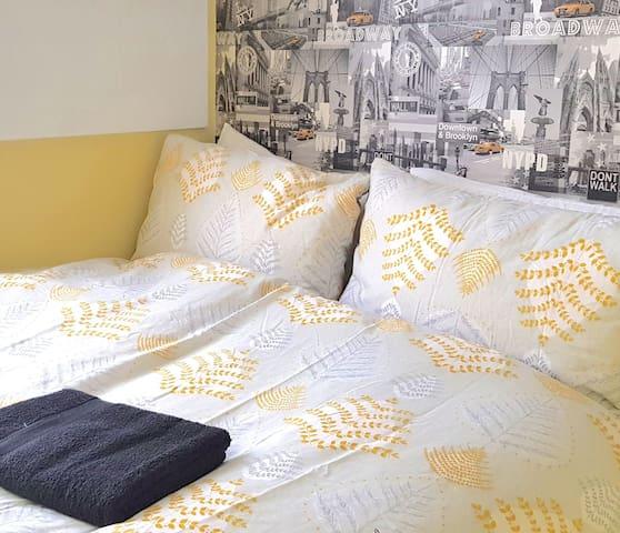(31DD-13)Dreams Serviced Accommodation- Sunbury/Heathrow