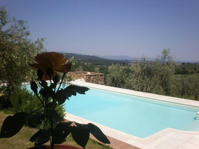 Casa Vacanze campagna toscana  con piscina