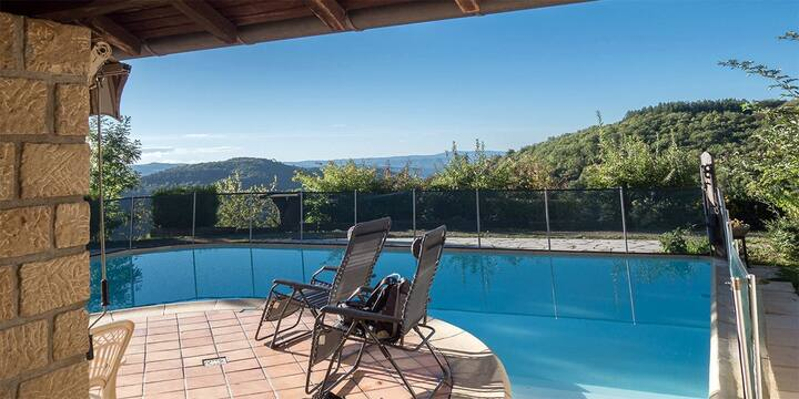 La Castanea : villa avec piscine sur jolie vue
