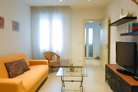 Piera's Home - New cozy apartment close to the sea