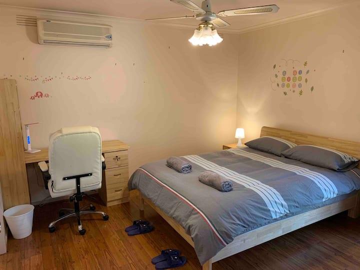 墨尔本东北区Bundoora温馨独栋别墅,房间干净整齐、设施齐全、交通方便、高速网络、高档床上用品!