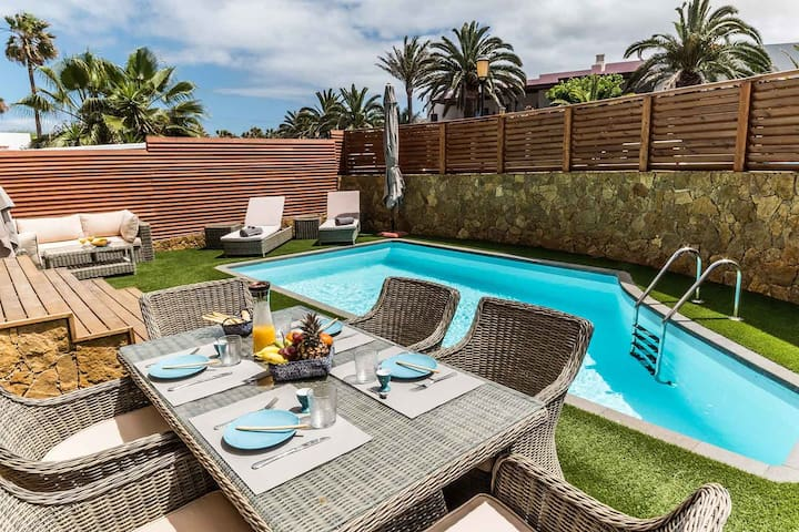 Paradise Beach House: private pool 100m from beach