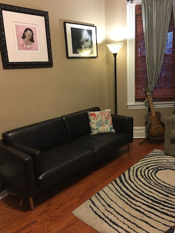 2 Bedrooms full floor of home, near NYC - Rutherford