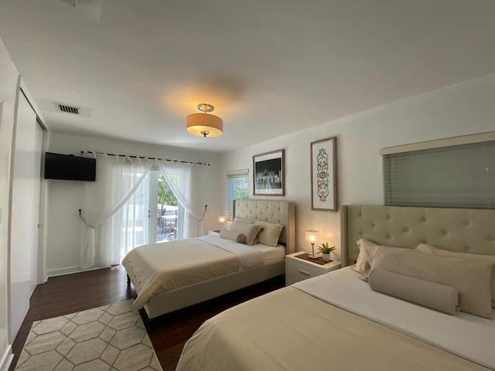 San Marco suite with 2 queen beds and private bath