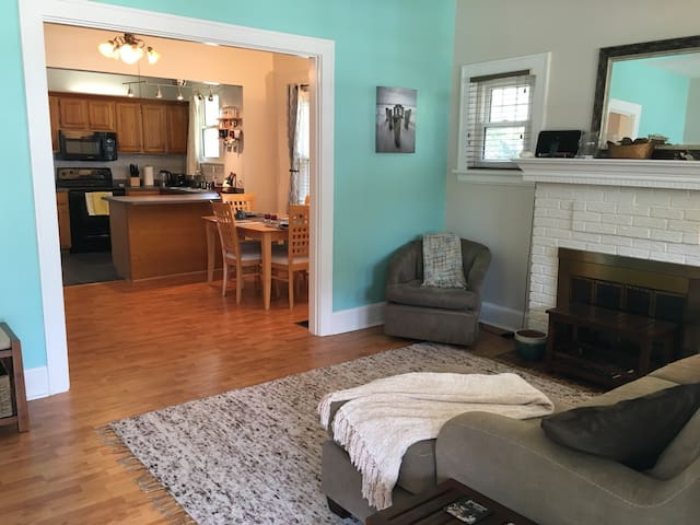 Convenient, Upgraded, Clean. For a Family/Couple - Cincinnati - Huis