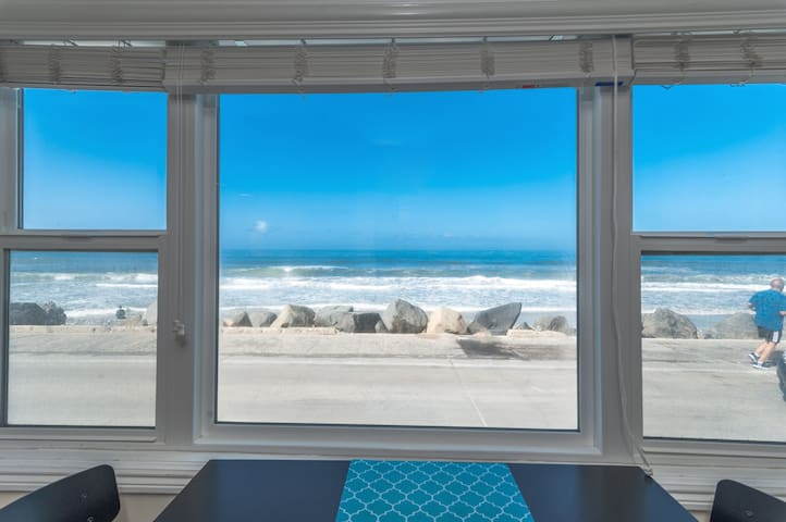 Fabulous Updated Beach Front Studio on the Strand