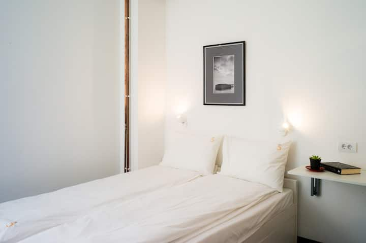 Suite with 2 bedrooms and 2 bathrooms in Old City